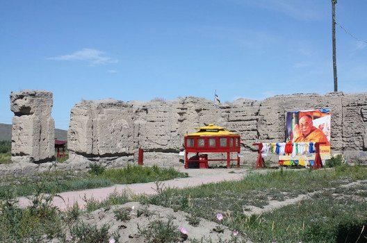 """Ruinen des """"Haupttempels""""  Ustuu-Huree, des wichtigsten buddistischen Tempels Tuwas.(Bild: Anadolu-olgy, Wikimedia, CC)"""