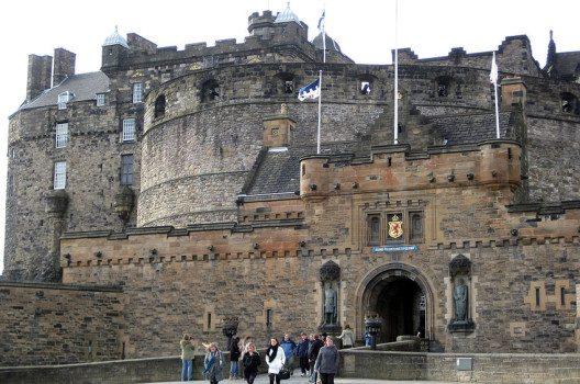 Edinburgh Castle – die Sehenswürdigkeit Nummer eins der Stadt.  (Bild: Tilmandralle, Wikimedia, public domain)