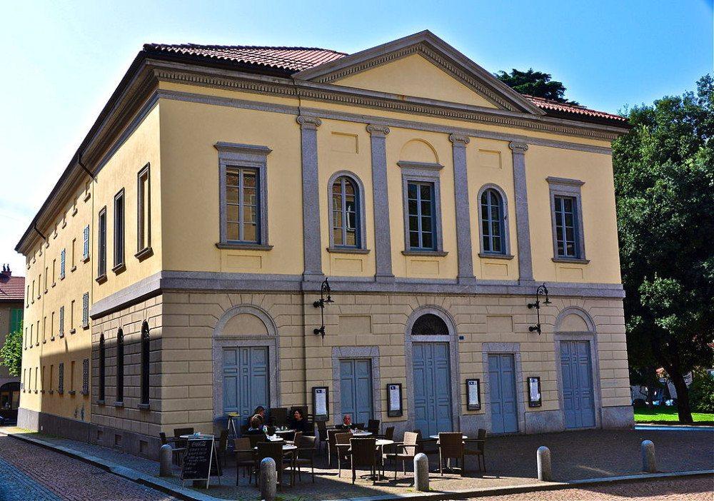 """Ein Besuch im Teatro Sociale darf für kulturinteressierte Bellinzona-Reisende nicht fehlen. (Bild: © WPestana - Wikimedia - <a title=""""creativecommons.org - Creative Commons"""" href=""""http://creativecommons.org/licenses/by-sa/3.0/"""" target=""""_blank"""">CC BY-SA 3.0)</a>"""