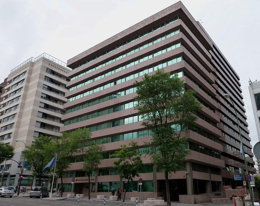Der Hauptsitz der Welttourismusorganisation in Madrid (Bild: Luis García, Wikimedia, CC)