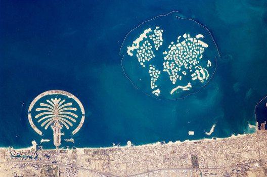 Die künstlichen Inseln von Dubai – NASA-Aufnahme (Bild: Wikimedia, public domain)