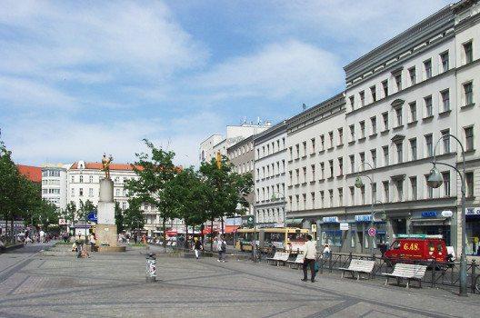Hermannplatz in Berlin-Neukölln (Bild: Wdwdbot, Wikimedia, GNU)