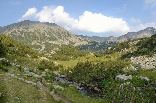 Wanderweg in Pirin (Bild: Pudelek, Wikimedia, CC)