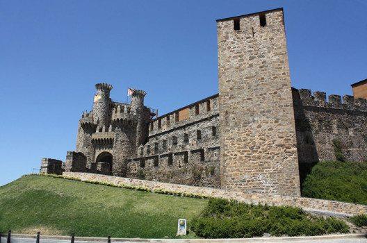 Die Burg von Ponferrada (Bild: P.Lameiro, Wikimedia, CC)
