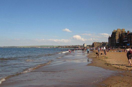 Strand von Portobello (Bild: subberculture, Wikimedia, CC)