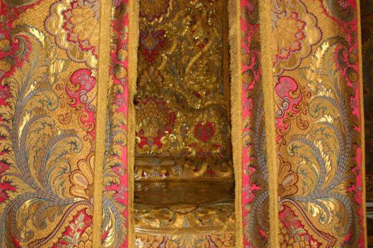 Eine zentrale Bedeutung hatte in Schloss Versailles das königliche Schlafzimmer. (Bild: © Tom Payne - shutterstock.com)