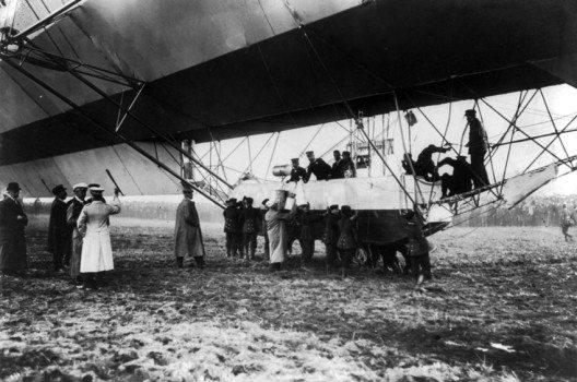 Luftschifflandung 1918 (Bild: Wikimedia, public domain)
