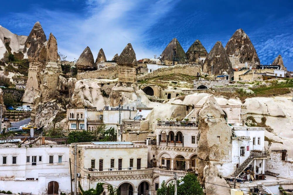 Inmitten der Vulkanlandschaft Kappadokiens liegt das Hotel Cappadocia Cave Resort. (Bild: © Vlada Z - shutterstock.com)