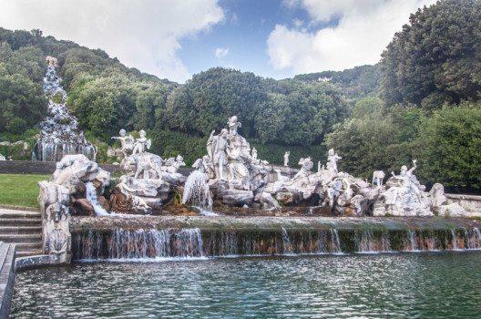 Die Wasserfälle dienen nicht nur der Ästhetik, sondern auch der Wasserversorgung. (Bild: Matyas Rehak – shutterstock.com)