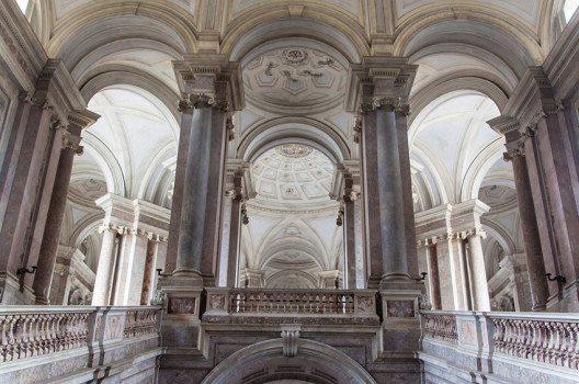 Caserta gilt als die grösste königliche Residenz der Welt. (Bild: Matyas Rehak – shutterstock.com)