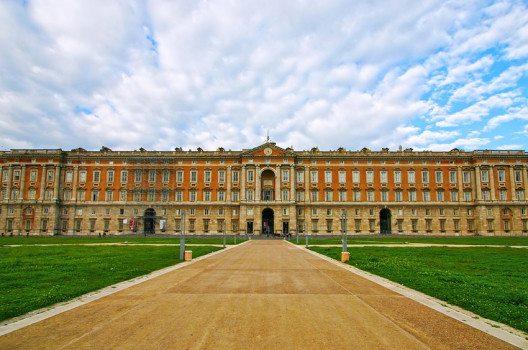 Der Palast von Caserta – Residenz der Könige von Neapel und Sizilien. (Bild: S.Leggio – shutterstock.com)