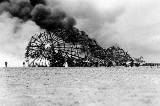 """Hindenburg""- Crash . (Bild: Everett Historical – shutterstock.com)"