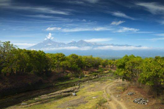 Der Vulkan Rinjani - einer der majestätischsten Anblicke auf Lombok. (Bild: © hkomala - shutterstock.com)