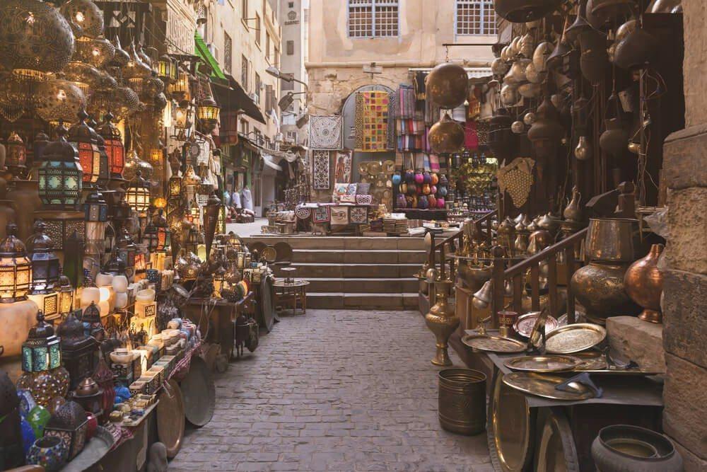 Istanbul überzeugt mit einem perfekten Mix aus charmanten Basaren und edlen Shoppingmalls. (Bild: © Mohamed Mekhamer - shutterstock.com)