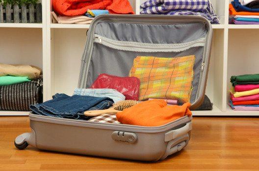 Beim Kofferpacken sollte  man immer Platz für Souvenirs lassen. (Bild. Africa Studio – shutterstock.com)
