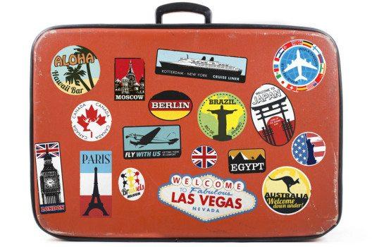 Kofferpacken hängt vom Reiseziel, dortigen Wetterverhältnissen und der Art Ihres Urlaubs ab.  (Bild: Twin Design – shutterstock.com )