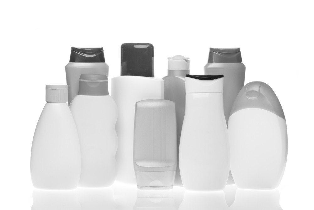 Beachten Sie bei einer Reise mit Handgepäck aber die Sicherheitsvorschriften bezüglich Flüssigkeiten. (Bild: © kubais - shutterstock.com)
