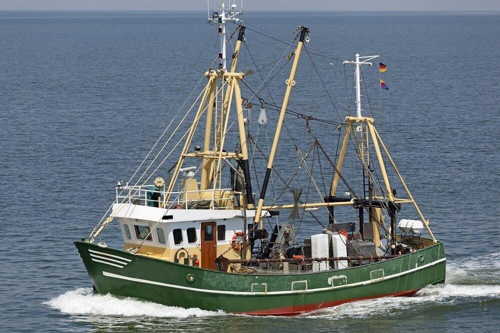 In vielen Regionen der Nordseeküste wird heute wie vor vielen Jahrzehnten tagtäglich mit dem Kutter ausgerückt. (Bild: © Ralf Gosch - fotolia.com)