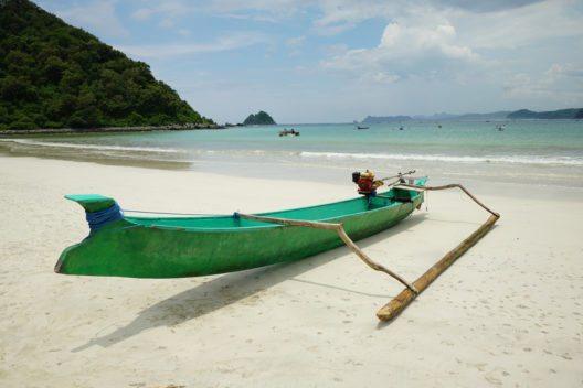 Der Badeort Senggigi an der Westküste. (Bild: © majestic b - shutterstock.com)