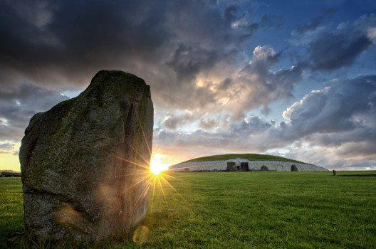 Das monumentale neolithische Ganggrab von Newgrange (Bild: www.ireland.com)