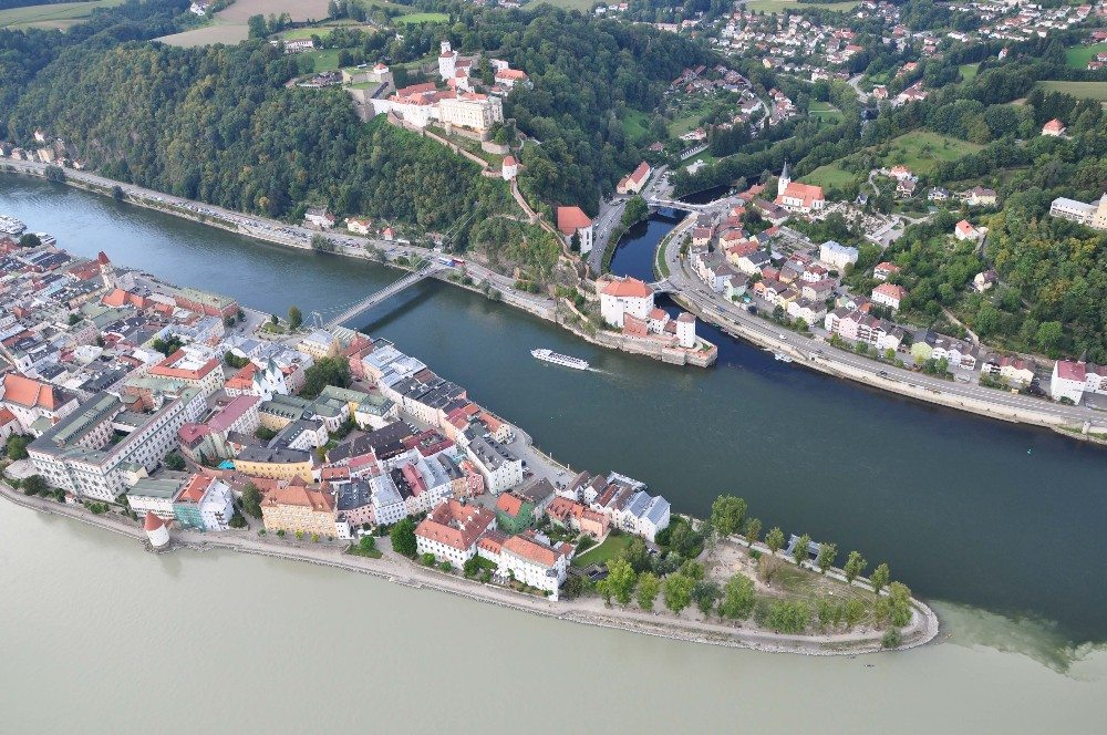 Der Zusammenfluss von Donau, Inn und Ilz hat seit jeher die Entwicklung und die Geschicke der Stadt massgeblich bestimmt. (Bild: © Hendrik Schwartz - fotolia.com)
