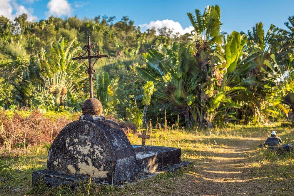 Es gibt einen Piratenfriedhof, der auf einer kleinen separaten Insel vor Sainte-Marie liegt. (Bild: © javarman - fotolia.com)