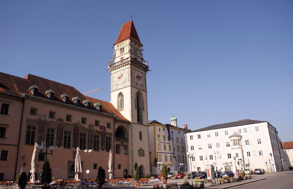 Ein zentraler Ort der Altstadt ist der Rathausplatz. (Bild: © Sebastian Krüger - fotolia.com)