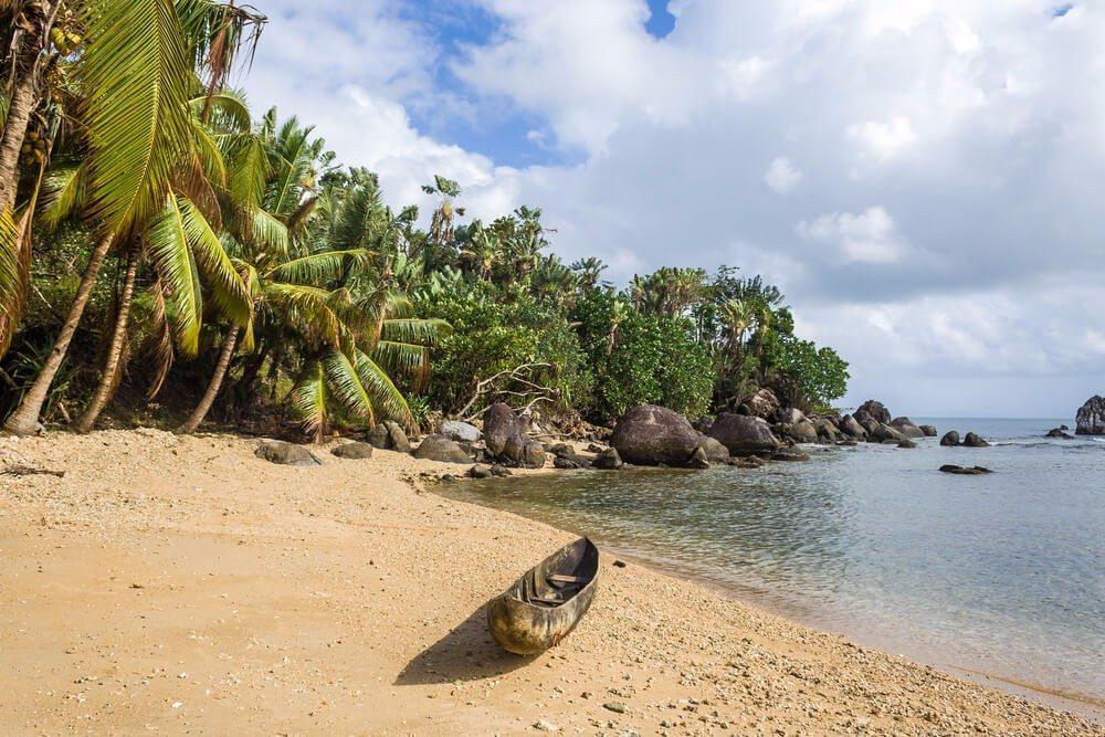 Vor der Nordostküste Madagaskars liegt versteckt die kleine Insel Sainte-Marie. (Bild: © Pierre-Yves Babelon - shutterstock.com)