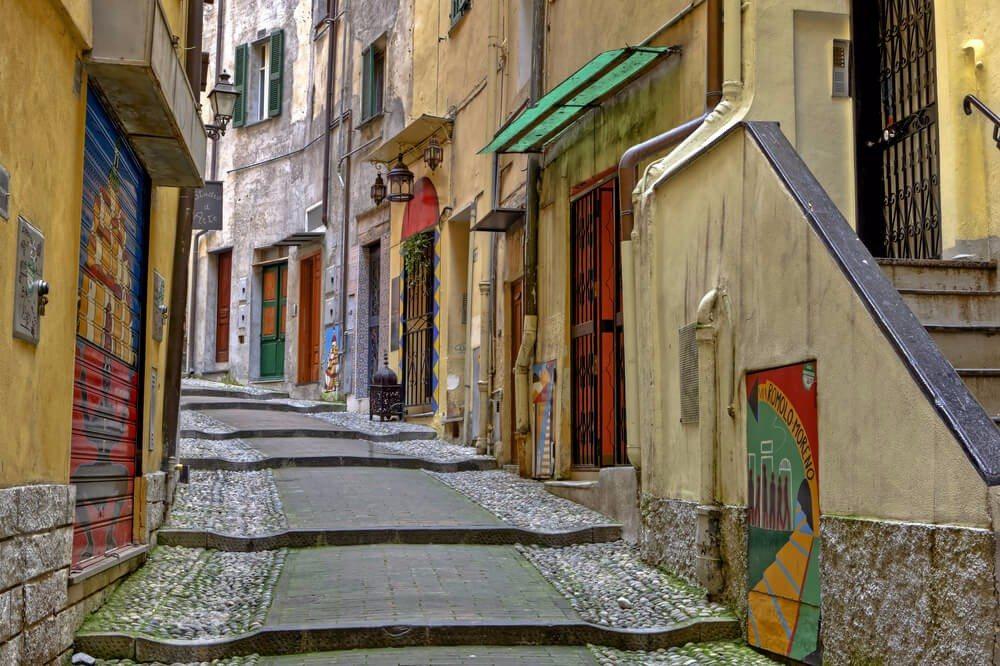 La Pigna besteht aus einem Gewirr von engen Gässchen, idyllischen Ecken und kleinen Plätzen. (Bild: © Joana Kruse - shutterstock.com)