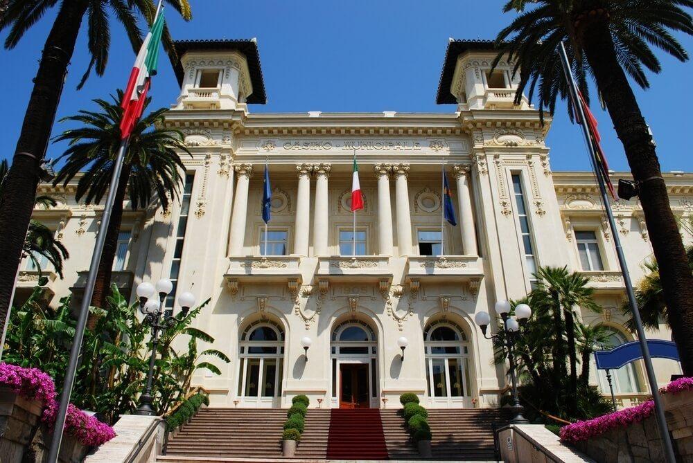 Das Casino wurde im Jahr 1905 im Stil des französischen Neo-Klassizismus errichtet. (Bild: © Crisferra - shutterstock.com)