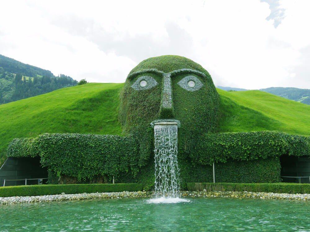 Swarovski Kristallwelten - der Brunnenriese (Bild: © Glowonconcept - shutterstock.com)
