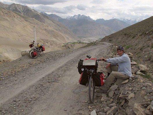 Im Hintergrund die Berge des Hindukuschs. (Bild: © Heike Pirngruber)