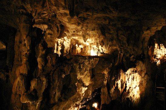 Den grössten Hohlraum im Gunung Mulu National Park bietet die gigantische Sarawak-Kammer. (Bild: David Tan – shutterstock.com)