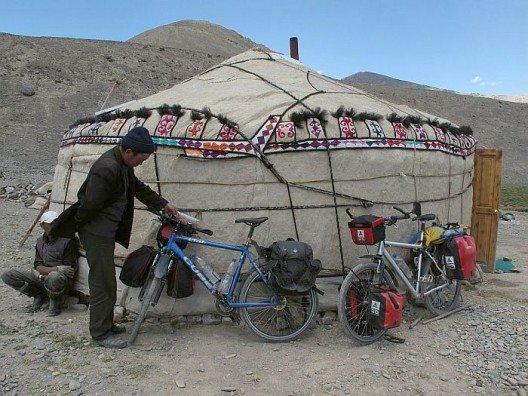 Wie überall in Tadschikistan finden wir herzliche Menschen, die uns sofort zum Tee einladen.