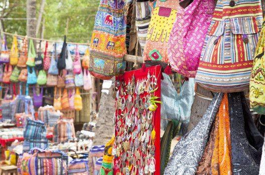 In Anjuna findet sich der wöchentlich stattfindende Hippiemarkt. (Bild: Dirk Ott – shutterstock.com)