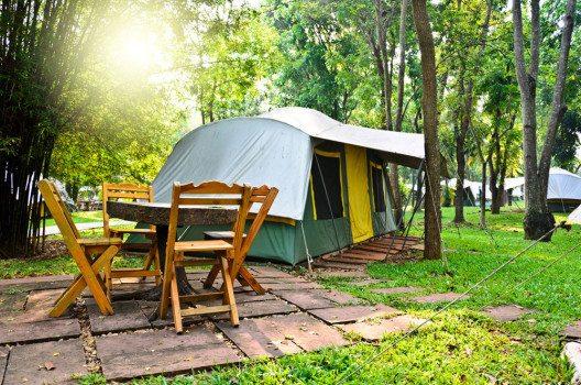 Campingplätze gibt es in Europa überall. (Bild: sondzr – shutterstock.com)