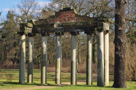 Georgium – englischer Landhausstil und Ruinen (Bild: © LianeM - shutterstock.com)