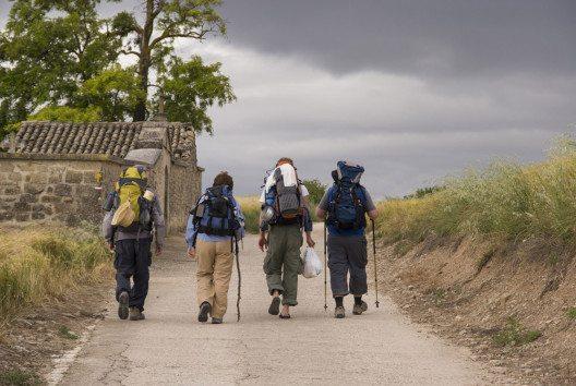 Pilgerten die Menschen früher aus religiösen Motiven, motivieren heute vermehrt persönliche Gründe zum Pilgern. (Bild: hanswichmann – fotolia.com)