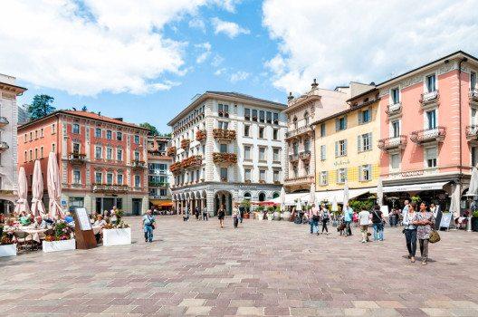 Piazza Riforma in Lugano (Bild: elesi – shutterstock.com)