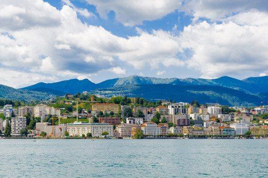 Die markante Lage von Lugano ist für Touristen optimal. (Bild: Anton_Ivanov – shutterstock.com)