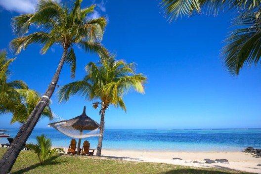 Im Norden und Osten von Mauritius kannst du an Stränden wie aus dem Bilderbuch deine Ferien verbringen. (Bild: © dibrova - shutterstock.com)