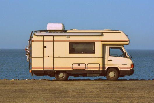 Unterwegs mit dem Wohnmobil: Freiheit und Unabhängigkeit geniessen. (Bild: © Ben_Kerckx, pixabay.com)