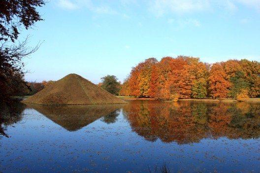 Der Innenpark in Branitz folgt im Übrigen ganz dem Vorbild des Englischen Gartens. (Bild: © Henry Nowick - shutterstock.com)