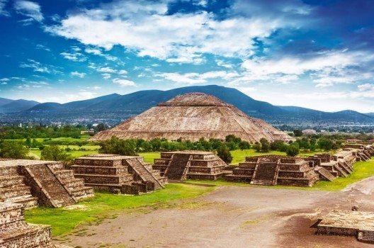 Die zahlreichen Pyramiden und Ruinen lassen sich bei Trekkingtouren besichtigen. (Bild: © Anna Omelchenko - shutterstock.com)