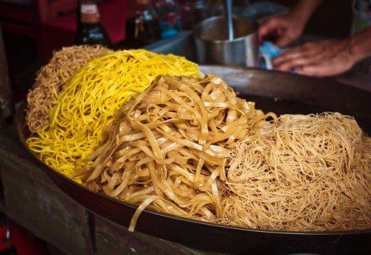 In Südostasien gibt es das beste Essen an den mobilen Strassenständen. (Bild: © Anna Alferova - shutterstock.com)