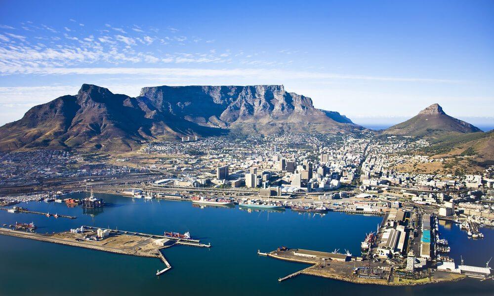 Der Tafelberg - ein Wahrzeichen von Kapstadt. (Bild: © Andrea Willmore - shutterstock.com)