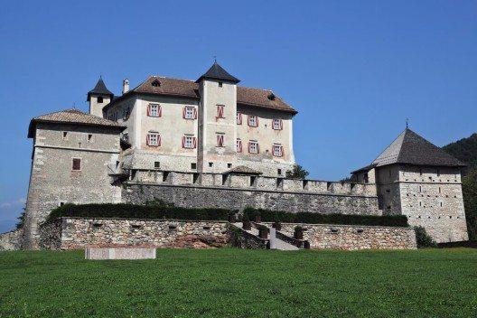 Das Wahrzeichen des ganzen Nonstales ist Schloss Cles. (Bild: © gualtiero boffi - shutterstock.com)