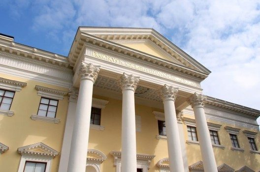 Den Mittelpunkt der Gartenanlage bildet Schloss Wörlitz. (Bild: © Takashi Images - shutterstock.com)
