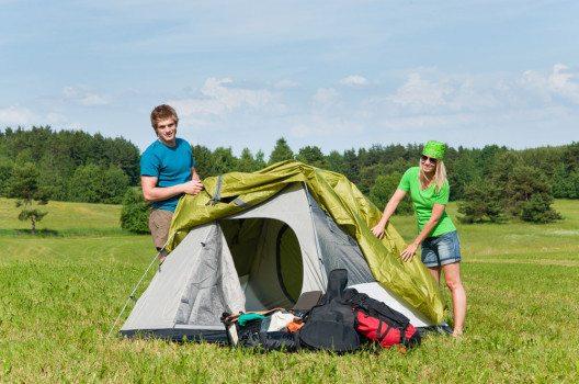 Was den Aufbau des Zeltes betrifft, gibt es einige Dinge zu beachten. (Bild: CandyBox Images – shutterstock.com)