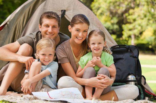 Zelturlaub ist besonders für die Kinder etwas ganz Besonderes. (Bild: wavebreakmedia – shuttertstock.com)